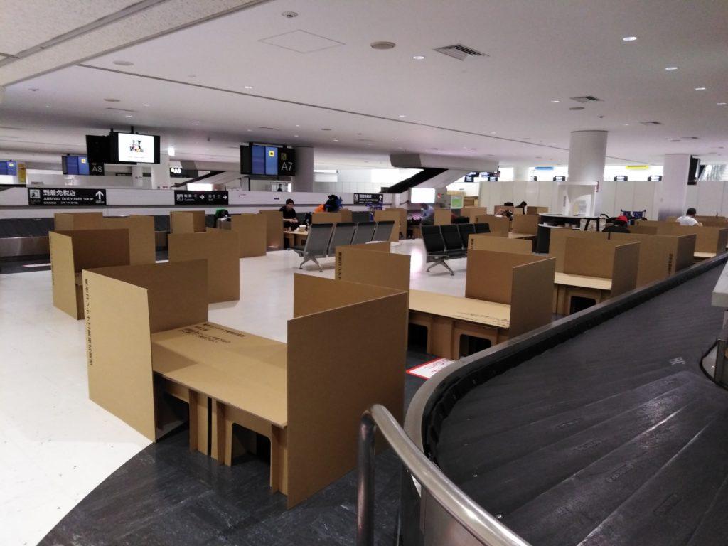 成田空港 段ボールベッド